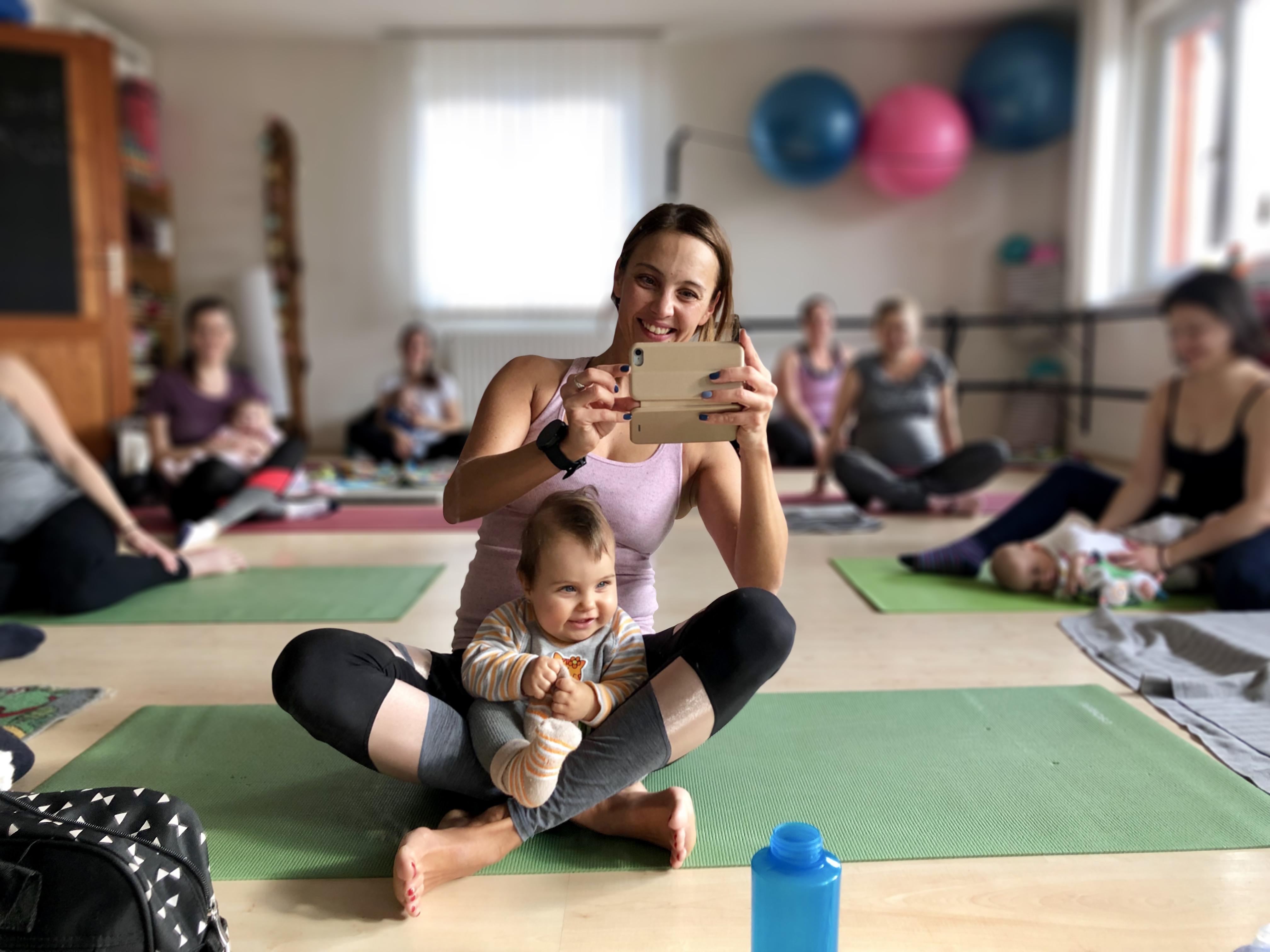 Baba-mama pilates Eszterrel és a kislányával